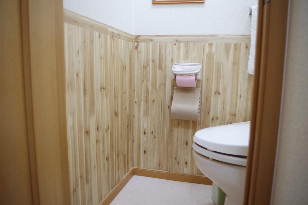 パイン材の素晴らしいトイレ