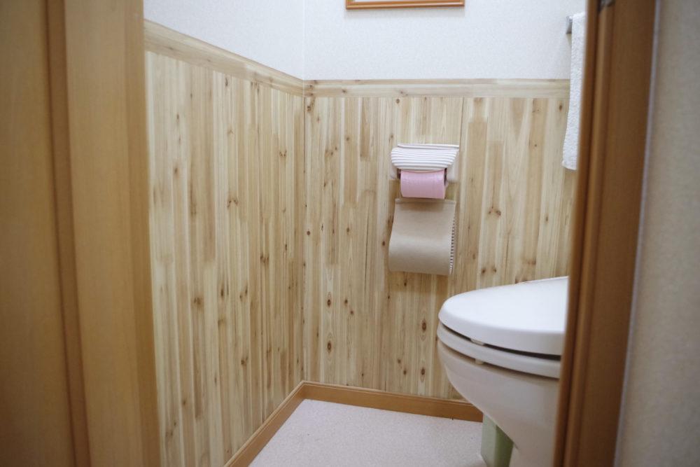 アパートのトイレの壁紙を変えたらテンションメーターが故障した。簡単な方法で変えられるのでオススメしておきたい