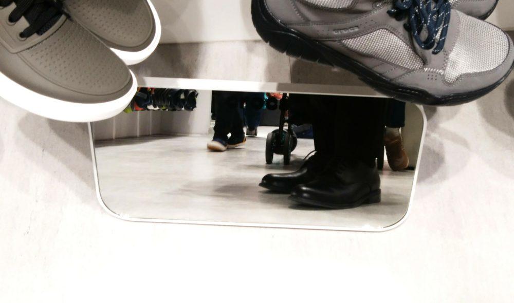 クロックス 足 革靴
