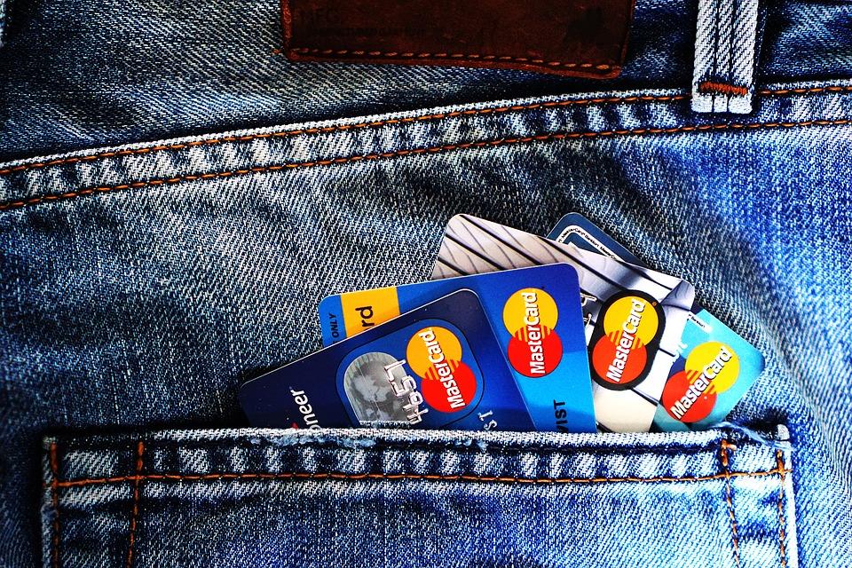 クレジットカード ペイメントカード お金 銀行預金口座 銀行 マスターカード ショー 財布