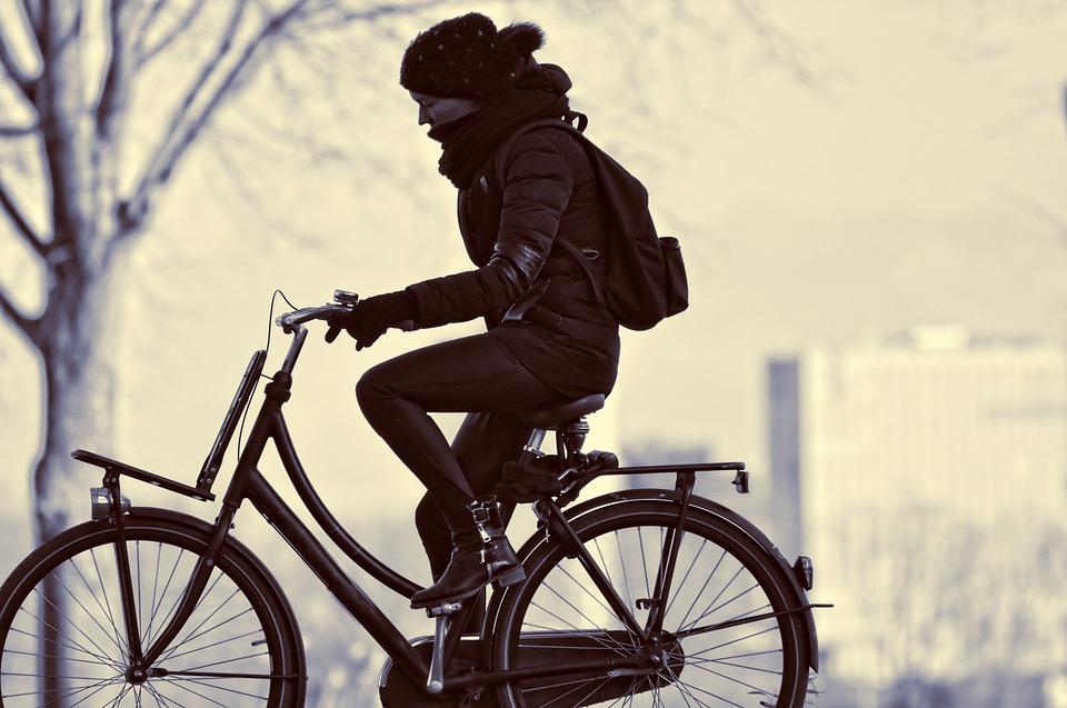 自転車 女性 人 サイクリング 運動 旅行 宛先 くどこかに アウトドア 悩み苦しみ