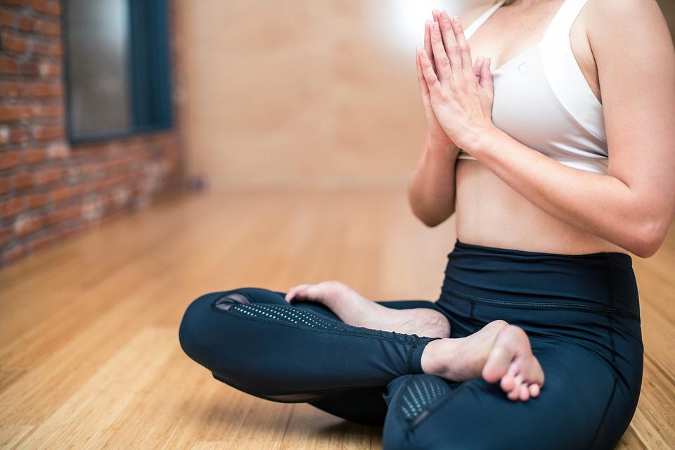 ヨガ 蓮華座 瞑想