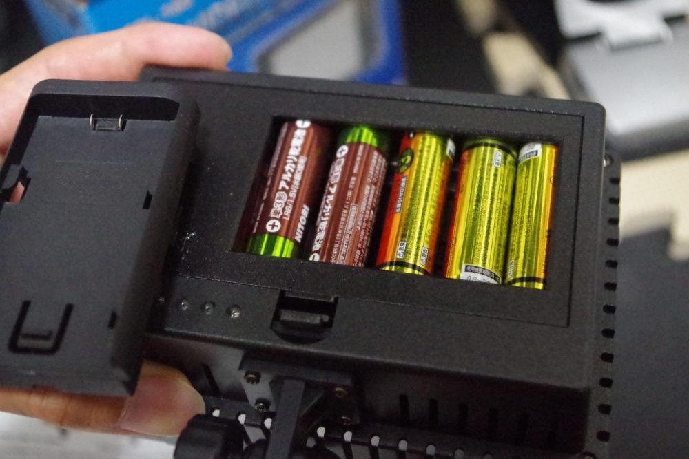 NEEWER-CN160についてる箱はバッテリー用