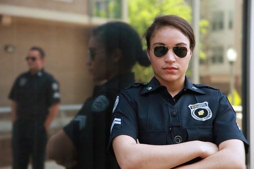 警察 女性