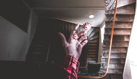 階段 男性 サイコロ