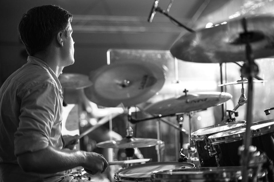 ドラム練習をしている人