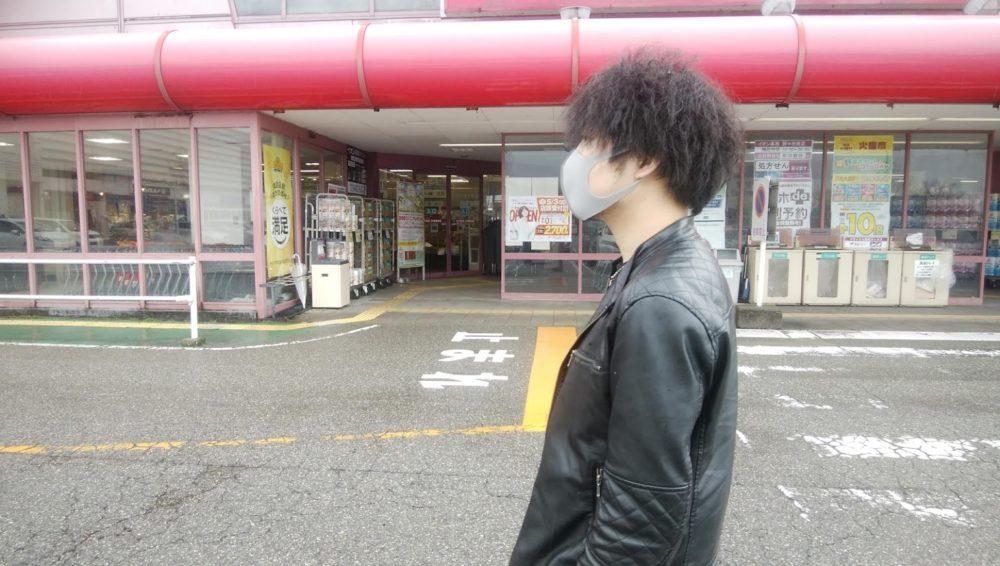 マスクを装着(横顔)