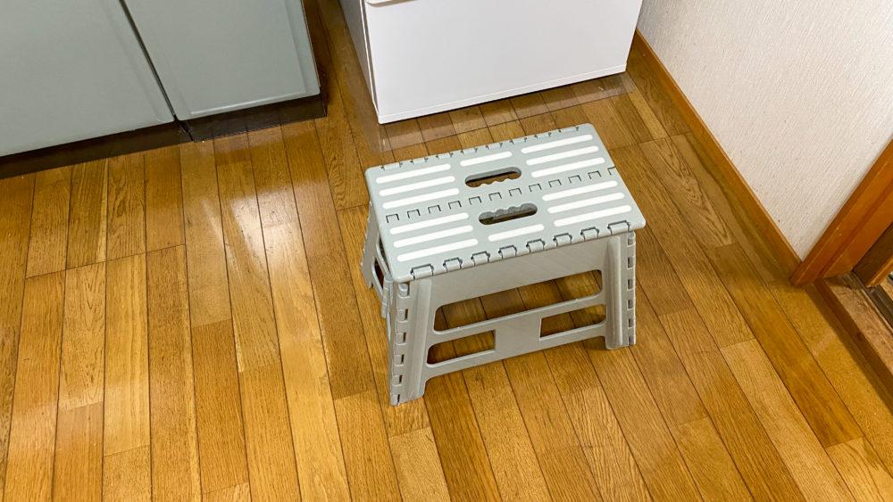 トースターにパンを入れる為の折り畳みの台
