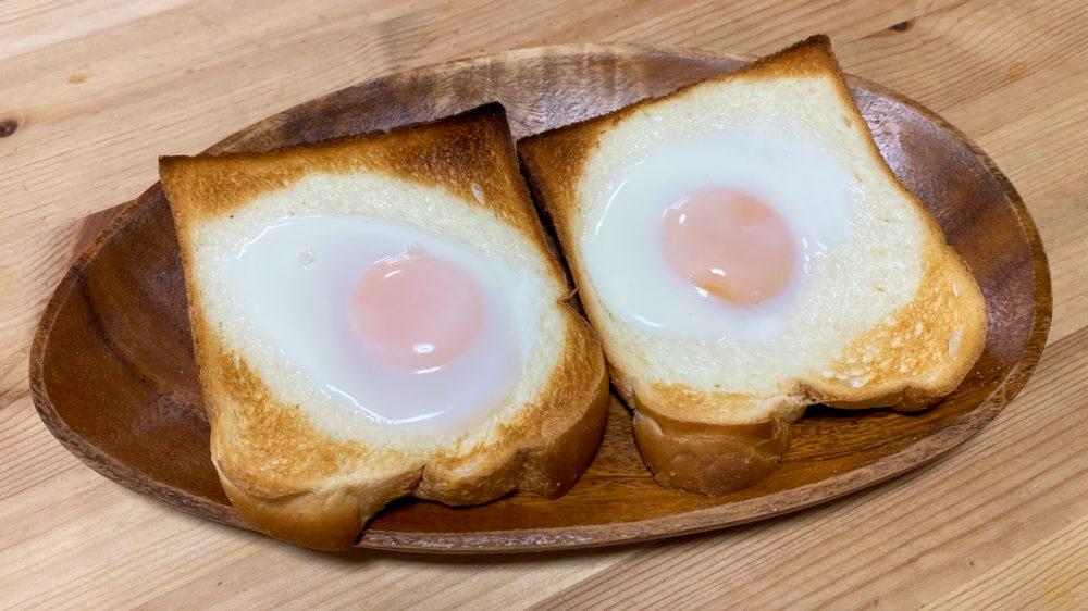 お皿に載せたパン