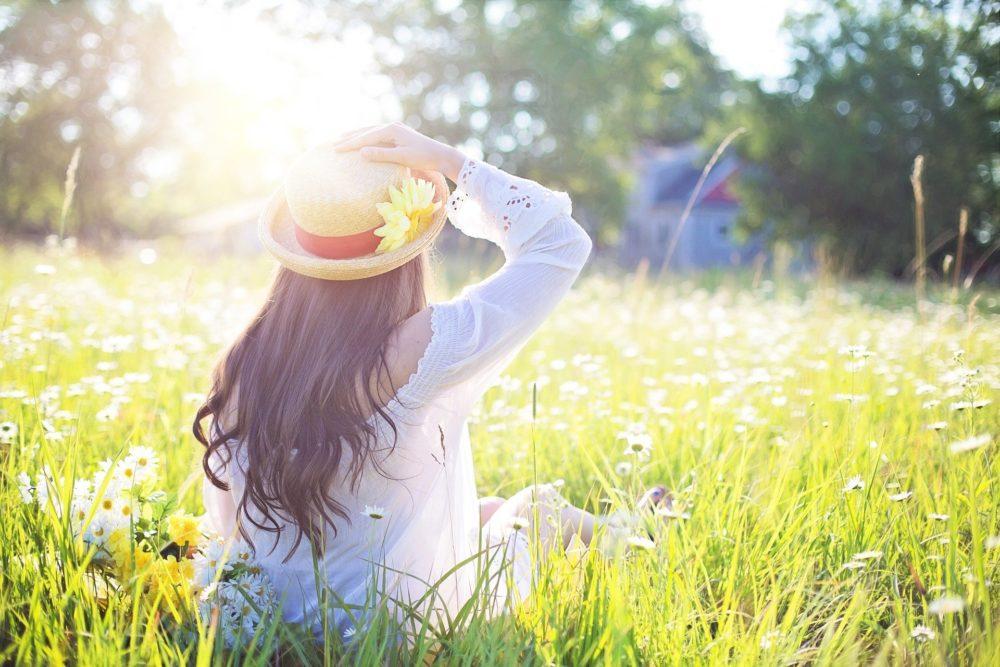 太陽 草原 女性