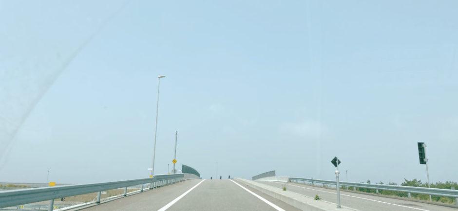 海と高速道路