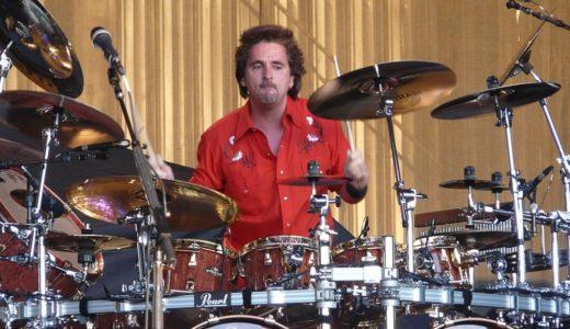 「Todd Sucherman」のドラム、スネアの粘らせ方が凄く参考になるぞ!