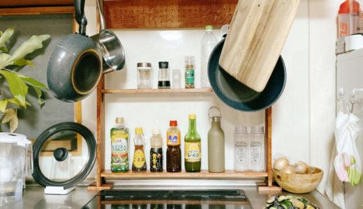 キッチンの狭いスペースに棚を置きたくて嫁がDIYで作った細い棚がGOOD